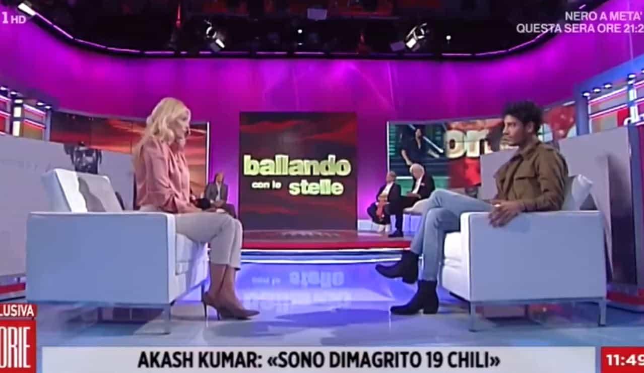Akash Kumar si confessa a Storie Italiane: dimagrito 19 chili tra depressione e attacchi di panico