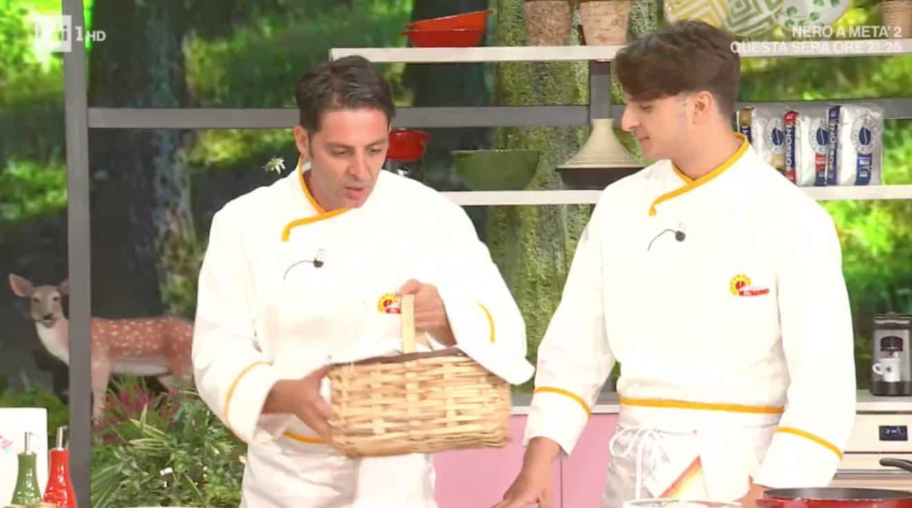 Mauro Improta con il figlio Mattia a E' sempre mezzogiorno, la ricetta degli scialatielli di mare