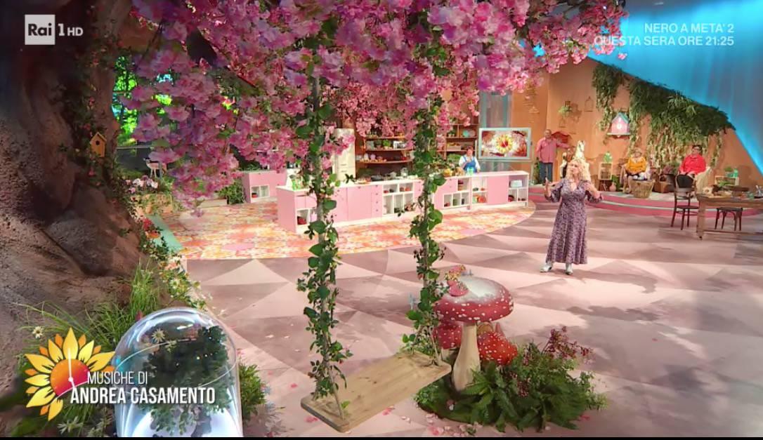 Carlo Conti sorprende Antonella Clerici nella prima puntata di E' sempre mezzogiorno (Foto)