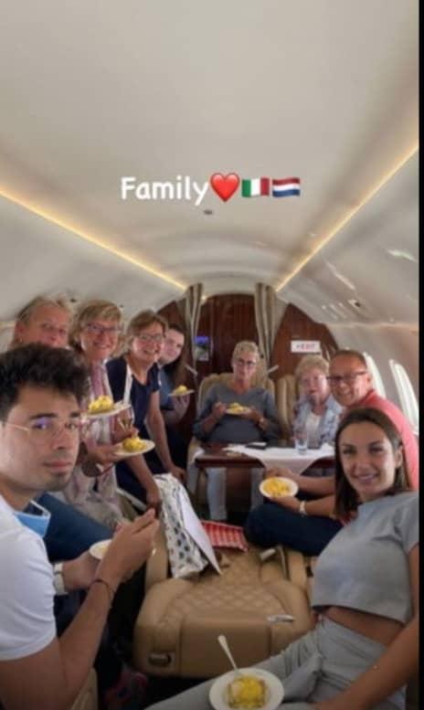 Elettra Lamborghini in viaggio di nozze con la famiglia mostra la fede e la felicità (Foto)