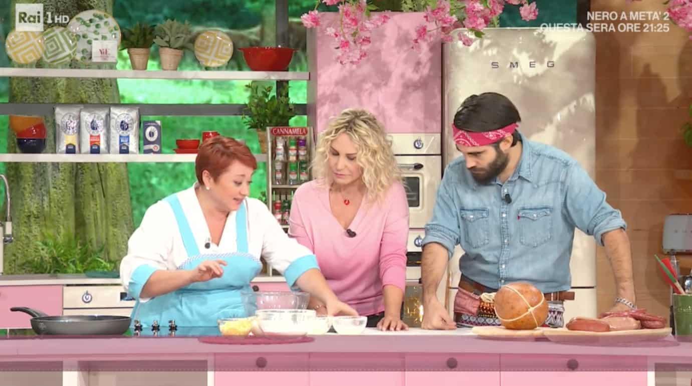 Il fidanzato di Selvaggia Lucarelli in cucina con Antonella Clerici: Lorenzo Biagiarelli fa mangiare tutti (Foto)