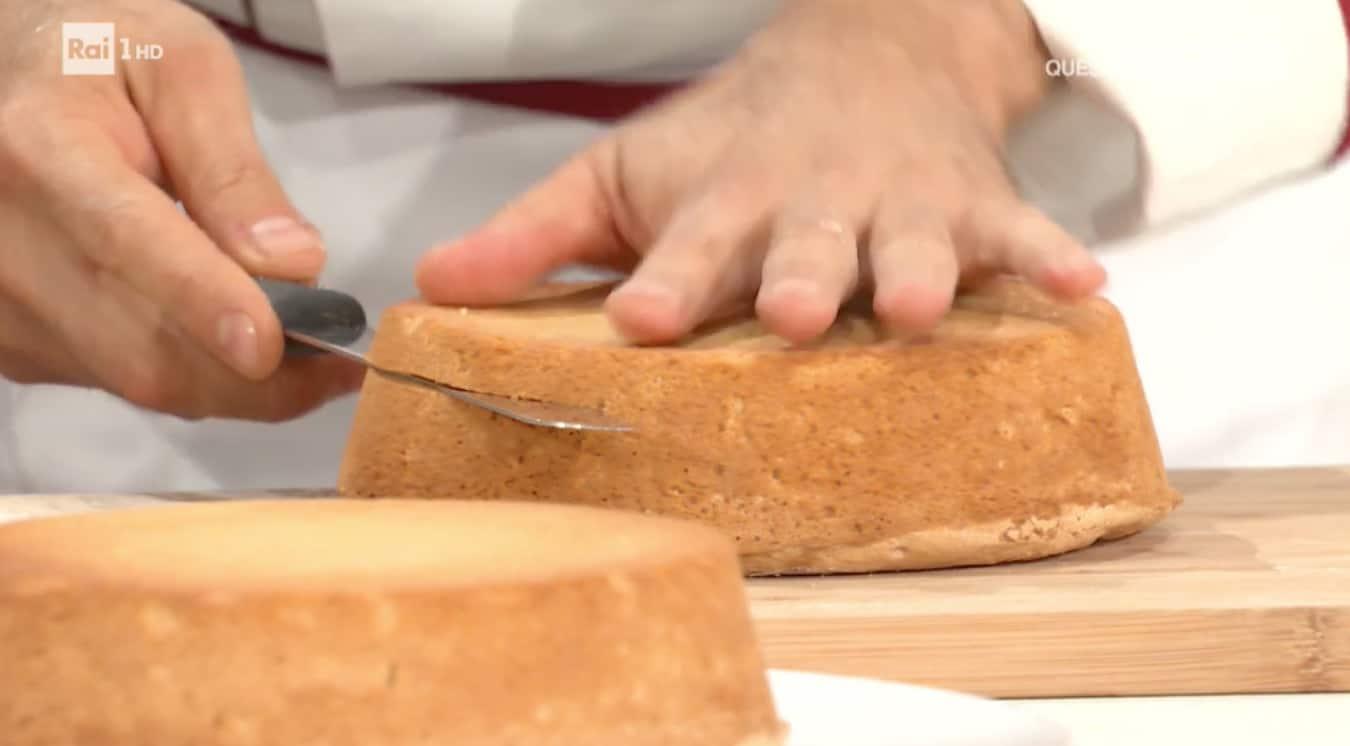 Luca Montersino parte delle ricette base con il pan di Spagna per E' sempre mezzogiorno