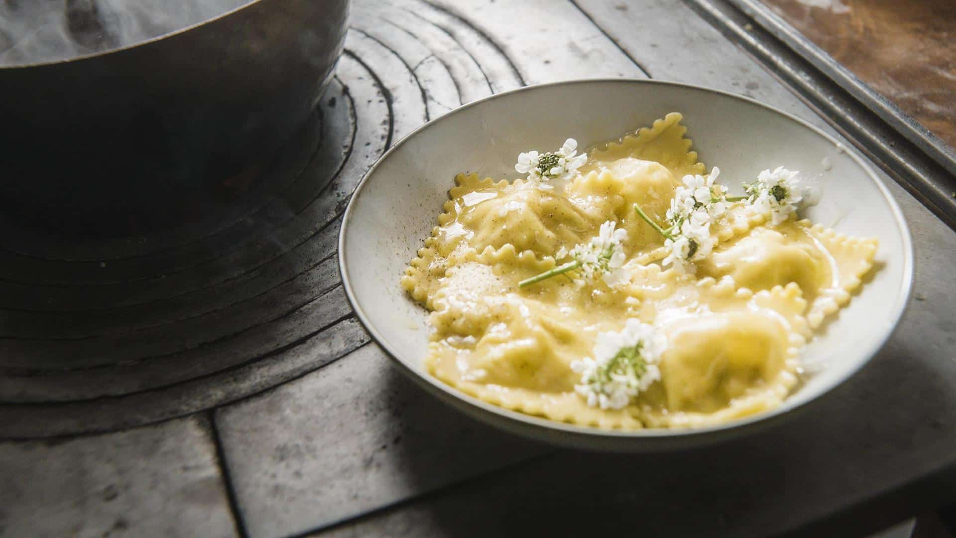 Ravioli con patate, Bavaria Blu e noci una ricetta di Riccardo De Pra