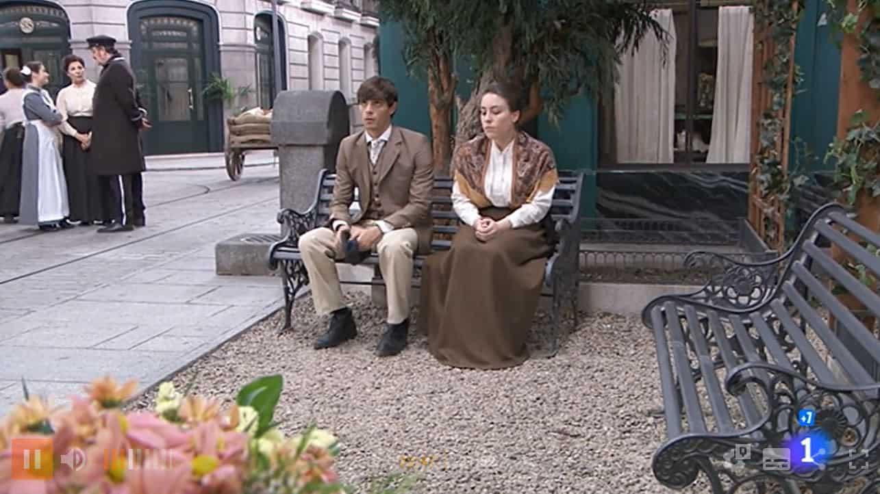 Una vita anticipazioni: Emilio presenta a tutti Angelines, il matrimonio è vicino