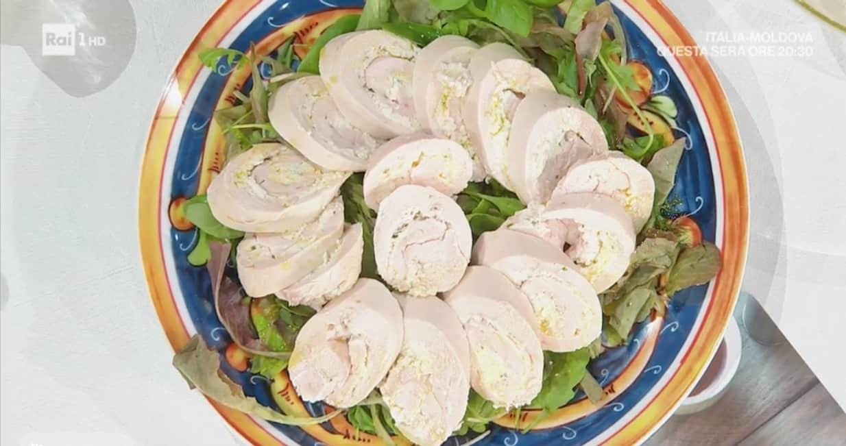 La ricetta di zia Cri del rollè di pollo ripieno di ricotta: E' sempre mezzogiorno