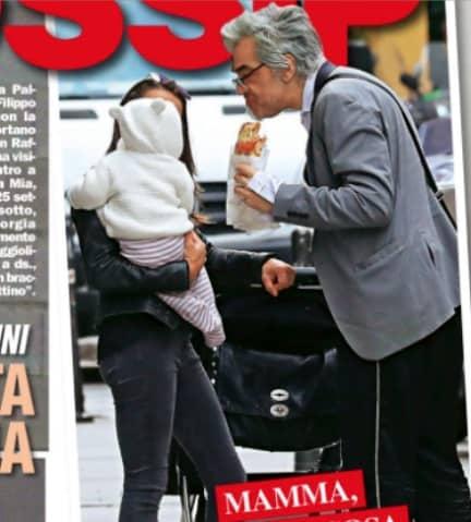 Morgan passeggia con la figlia Maria Eco e la compagna, l'amore trionfa (Foto)