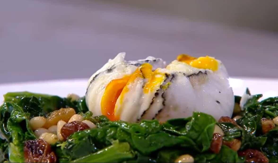 Nuove ricette Benedetta Parodi: uovo poche al tartufo con spinaci
