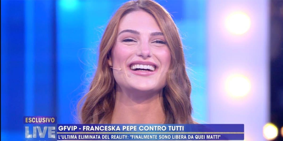 Live Non è la D'Urso,  Franceska Pepe sbugiarda Sgarbi: 'Non te l'ho mai data'