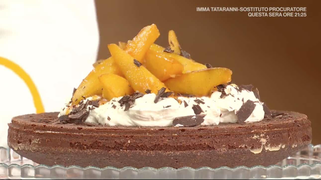 La torta cioccolato e pere, ricetta dolce E' sempre mezzogiorno di Francesca Marsetti