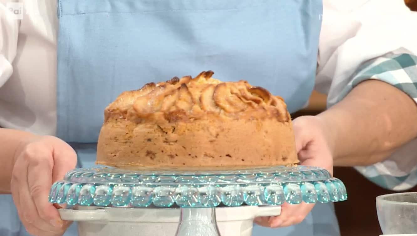 Ricetta torta di mele e birra di Zia Cri da E' sempre mezzogiorno