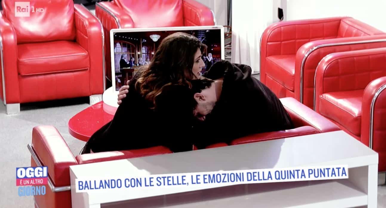 Elisa Isoardi ancora sotto antidolorifico ma così evita di parlare di Raimondo Todaro (Foto)