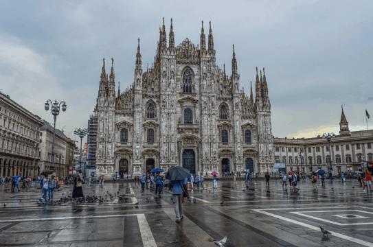 Milano verso coprifuoco