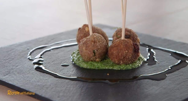 Da Ricette all'Italia le polpette di bollito con salsa verde di Anna Moroni