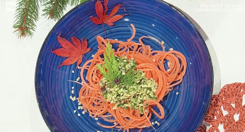 Spaghetti di patate con pesto del bosco, la ricetta di Eleonora per E' sempre mezzogiorno