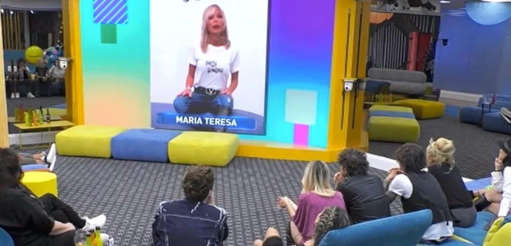 Matilde Brandi rientra in video in casa e attacca i sui ex coinquilini provocando una baraonda