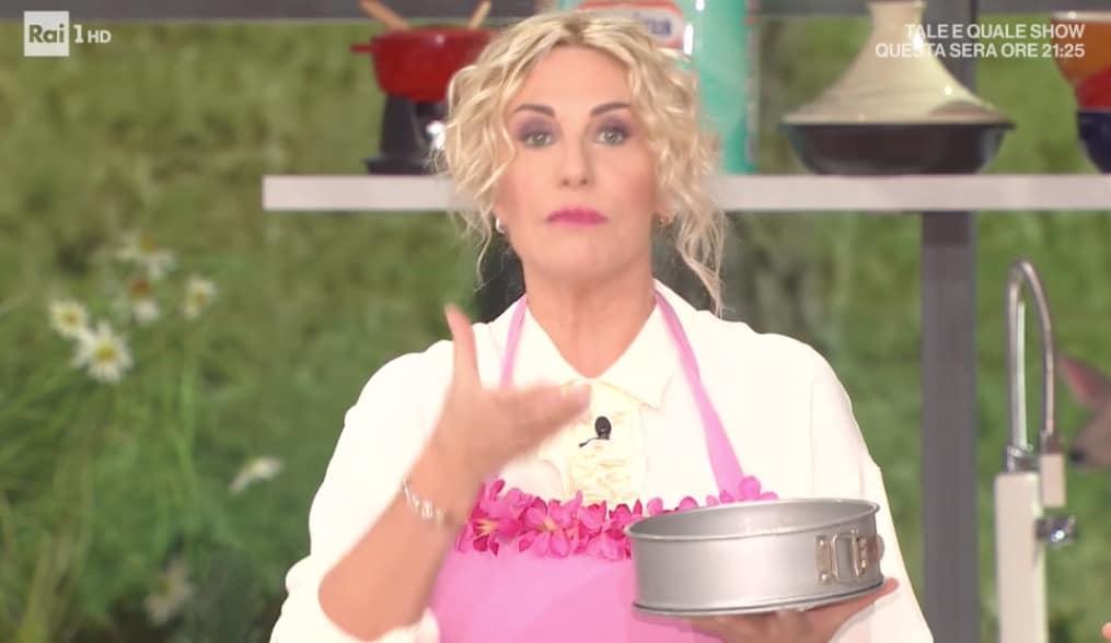 Torta di nocciole e castagne è la ricetta di Zia Cri per E' sempre mezzogiorno