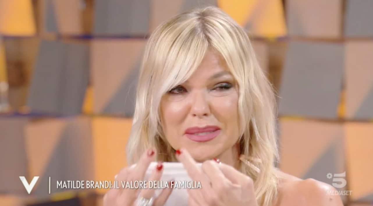 Matilde Brandi in lacrime a Verissimo per il marito e per i genitori (Foto)
