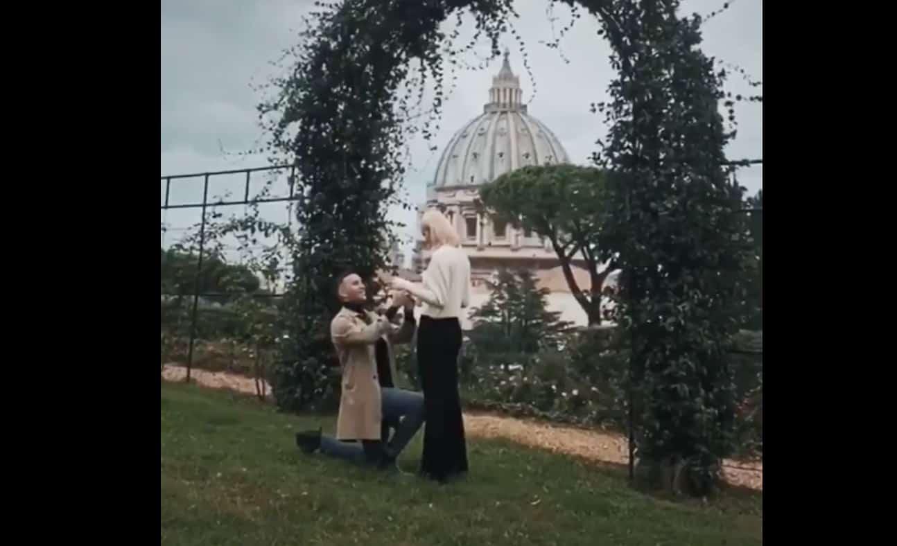 Briga romanticissimo chiede ad Arianna Montefiori di sposarlo (Foto)