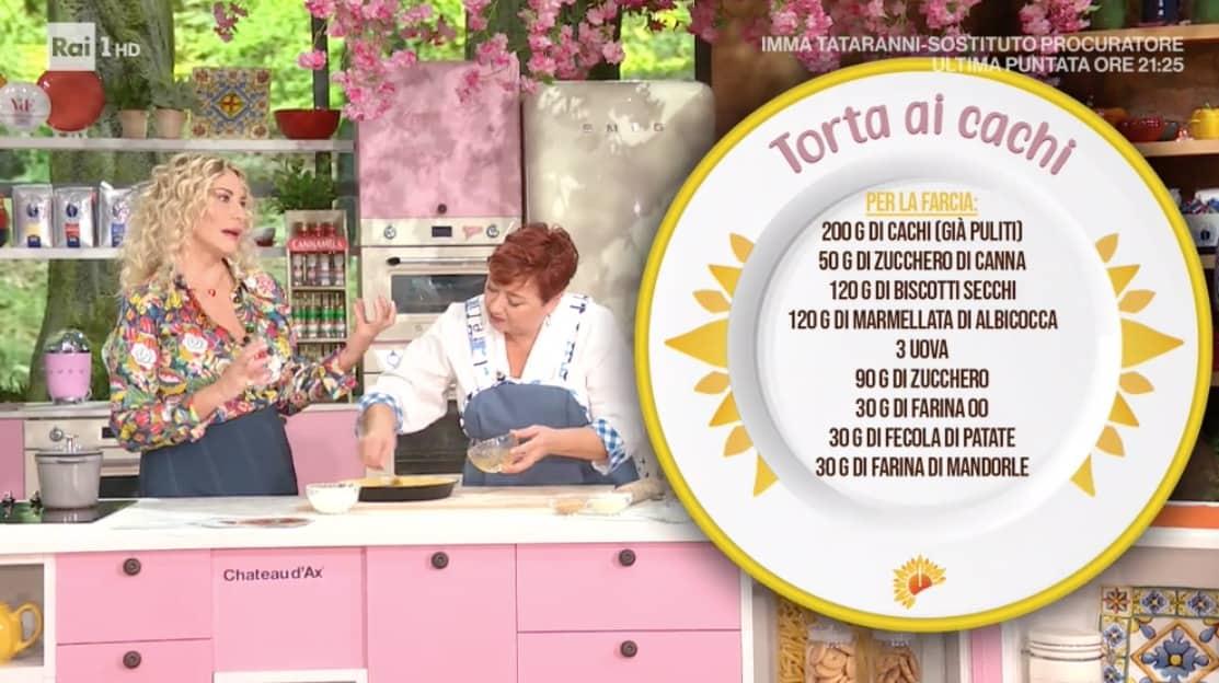 La ricetta della torta ai cachi, il dolce di Zia Cri per le ricette E' sempre mezzogiorno (Foto)