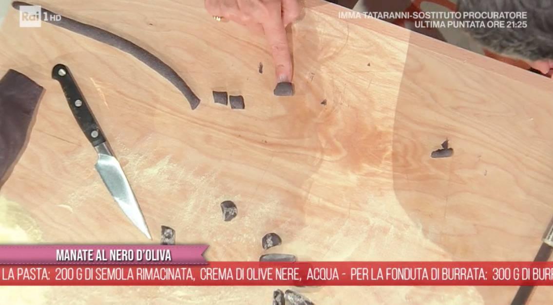 Ricette E' sempre mezzogiorno: manate al nero di olive di Antonella Ricci