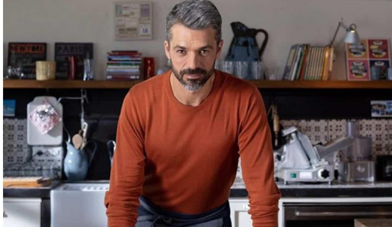 Luca Argentero anche in cucina e con le faccende domestiche si prende cura della famiglia (Foto)