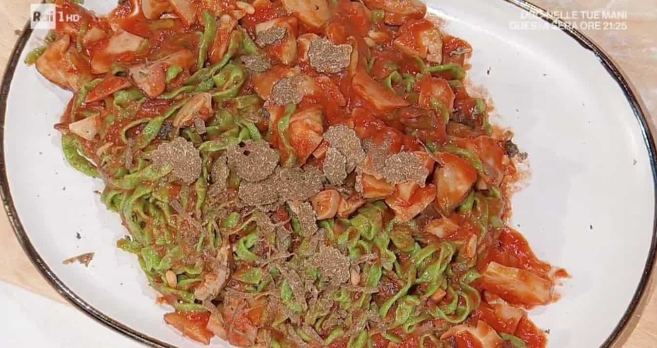 Tagliolini verdi con funghi porcini di Ivano Ricchebono: ricette E' sempre mezzogiorno