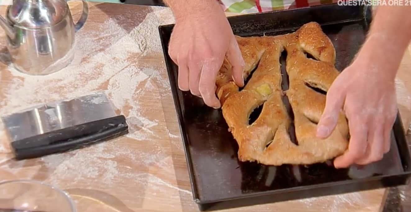 Ricette Fulvio Marino: fugasse patate e pancetta per E' sempre mezzogiorno