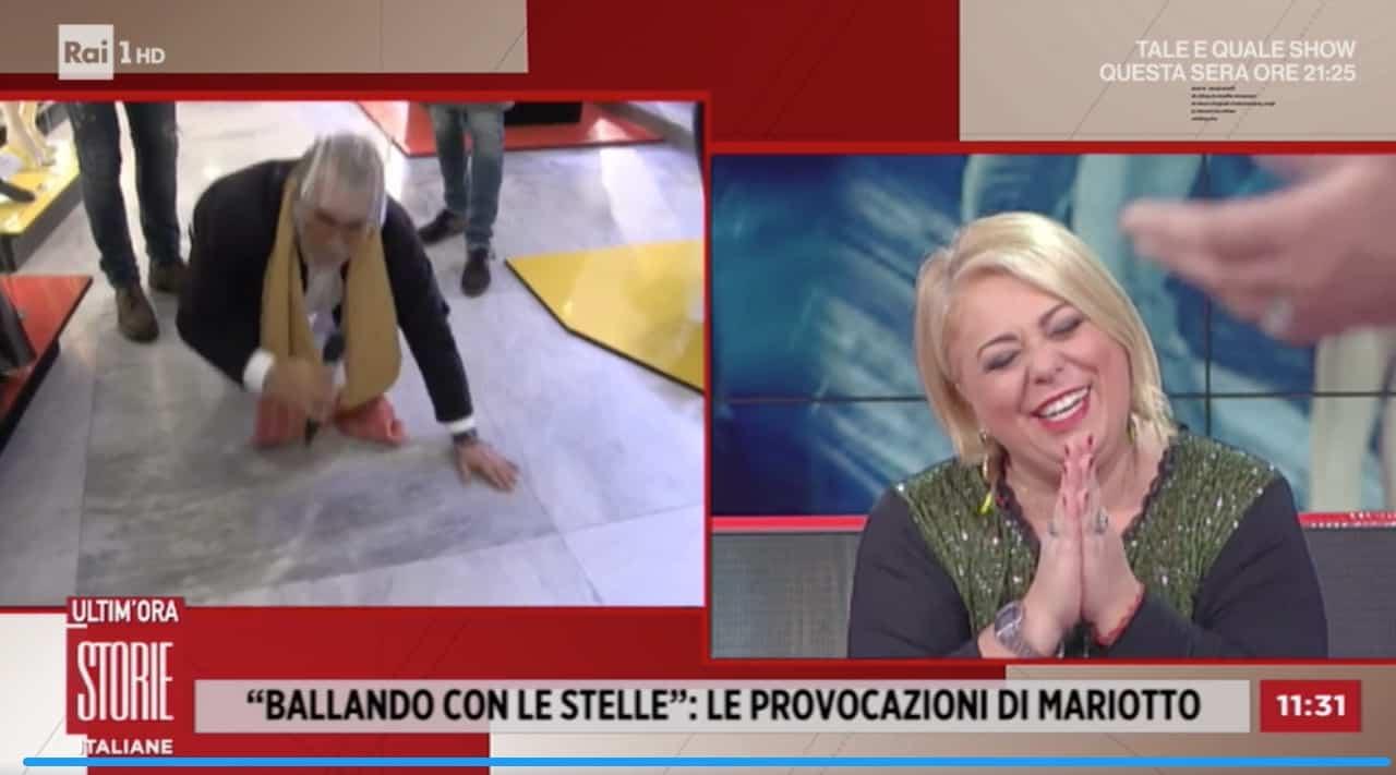 Guillermo Mariotto in ginocchio a Storie Italiane per la signora Rossella