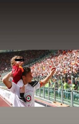 Il figlio di Francesco Totti e Ilary Blasi compie 15 anni, dolcissimi gli auguri di mamma e papà (Foto)
