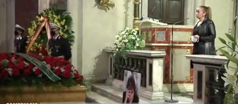 I funerali di Stefano D'Orazio, le parole e il dolore della moglie in chiesa (Foto)