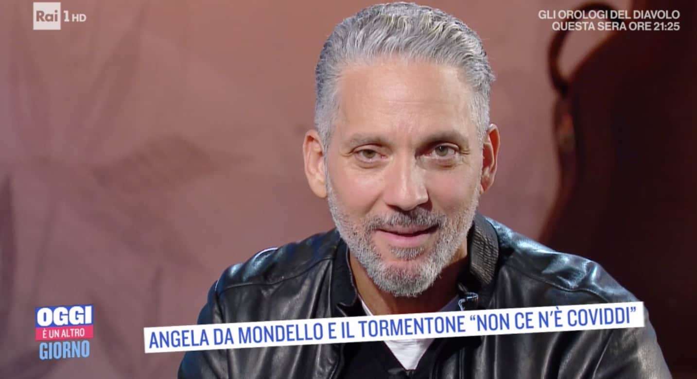 Beppe Fiorello svela che sul motoscafo con lui c'era sempre il vero protagonista degli Orologi del diavolo (Foto)