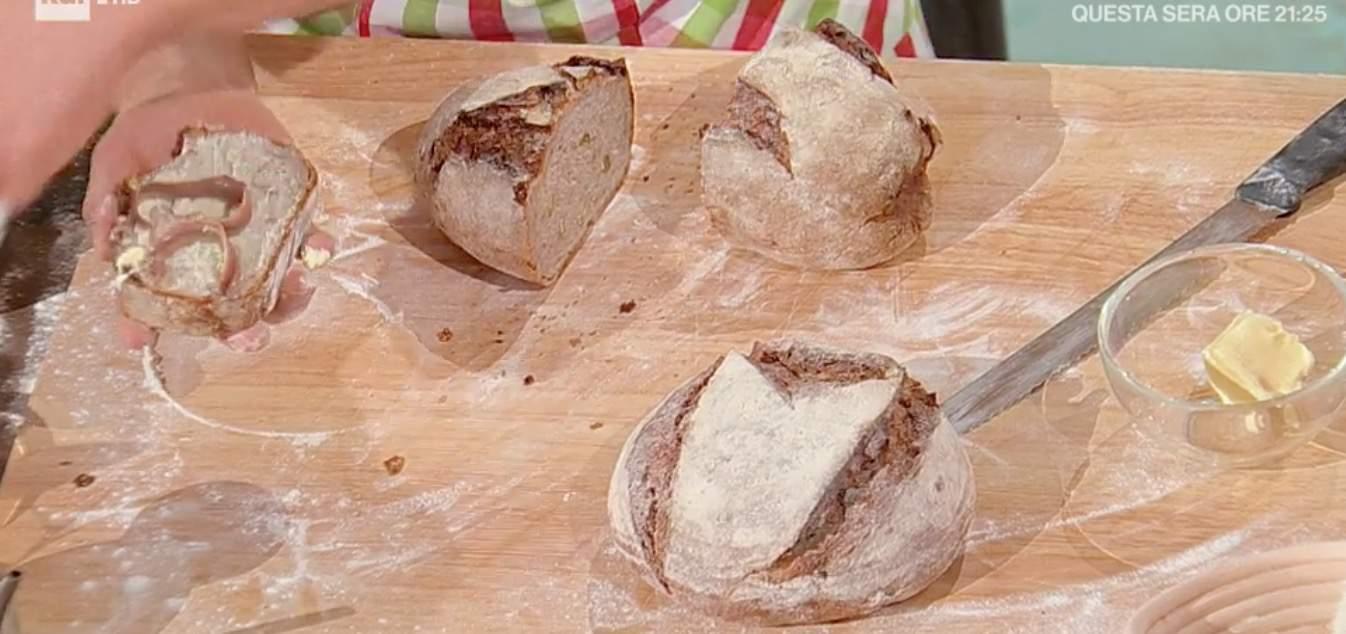 Fulvio Marino prepara il pane di Carlo Alberto, le ricette E' sempre mezzogiorno
