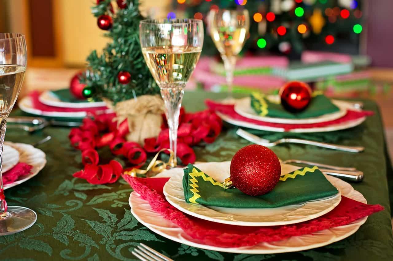 Il Natale che ci aspetta: niente cenoni tra regole e restrizioni