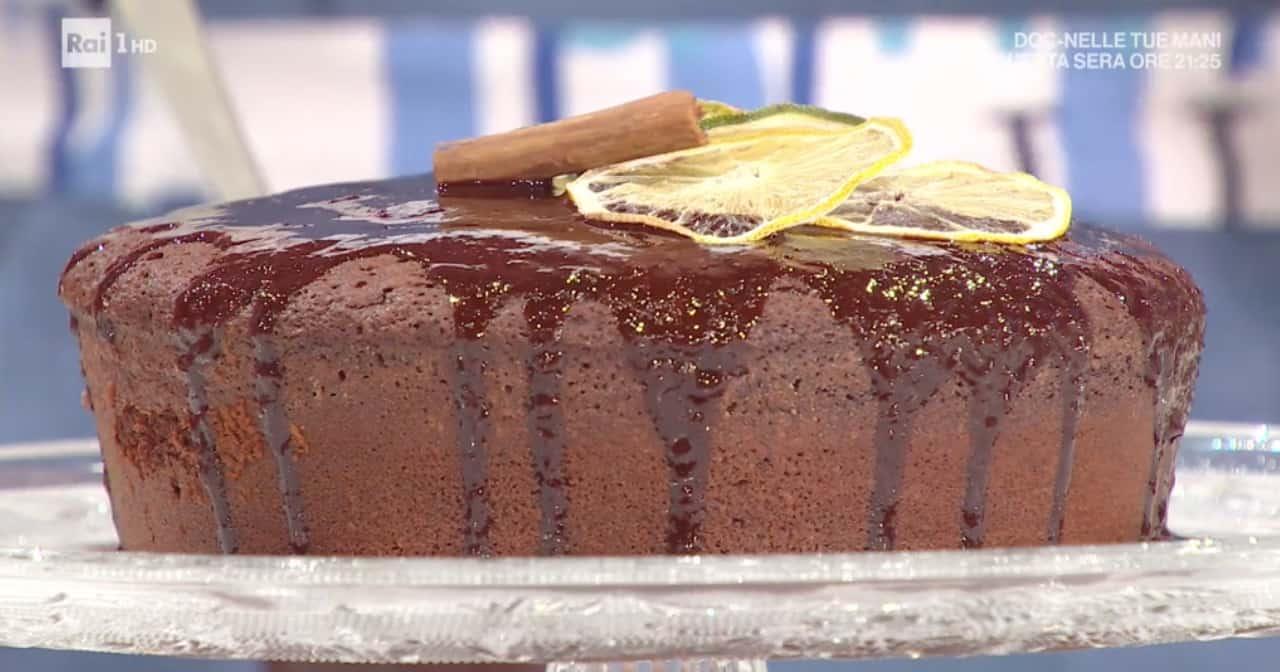 Zia Cri cucina la torta al cioccolato con vino rosso per E' sempre mezzogiorno