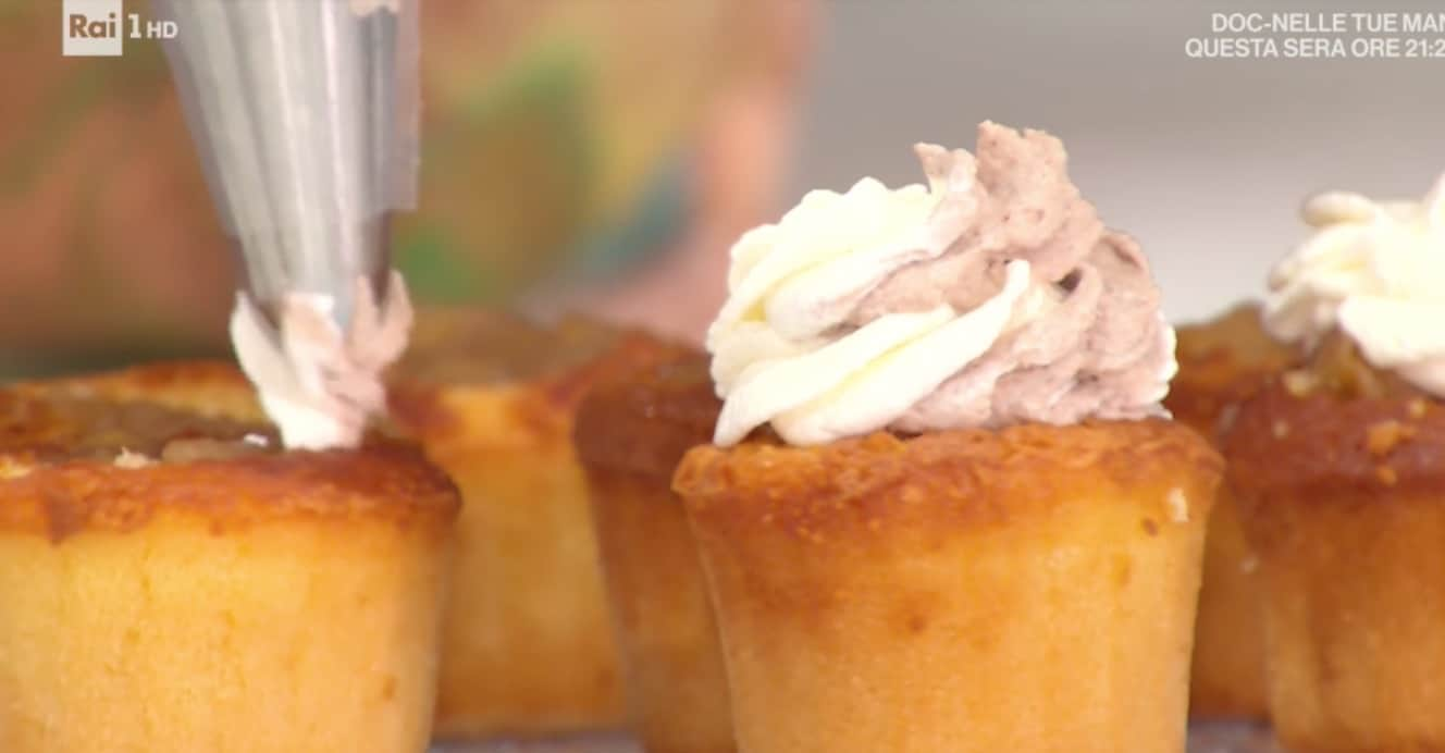Ricette Sara Brancaccio: cupcakes con cuore di mela per E' sempre mezzogiorno