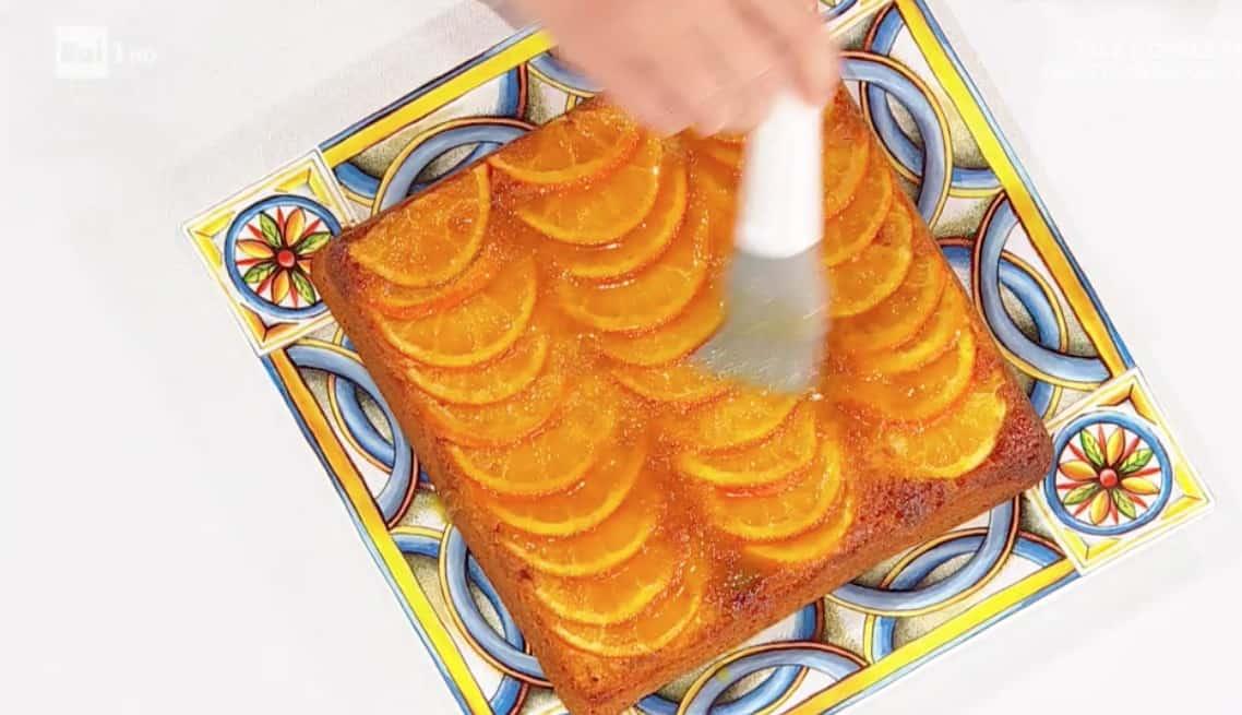 Torta alle arance caramellate di Natalia Cattelani, la ricetta dolce E' sempre mezzogiorno