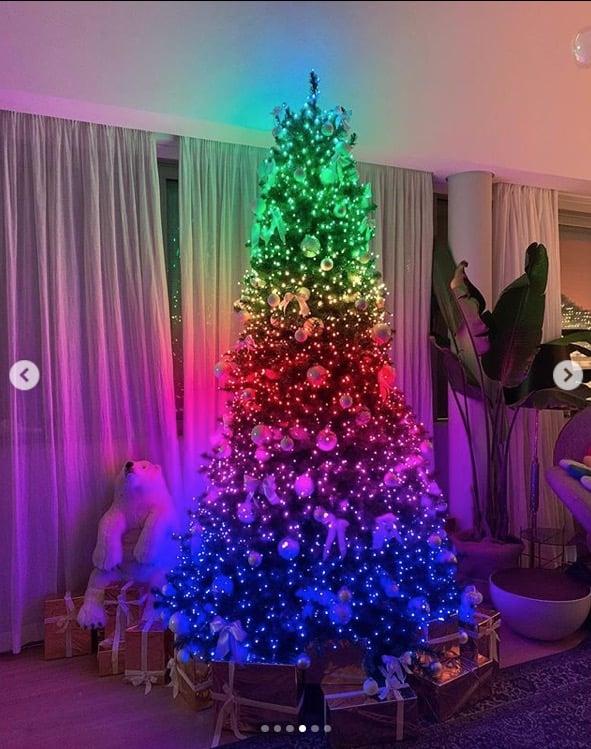 A casa di Chiara Ferragni l'albero di Natale e gli addobbi cambiano colore (Foto)