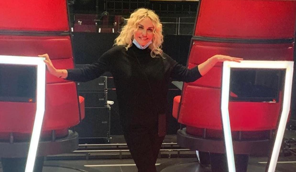 Gigi D'Alessio ospite di Antonella Clerici a E' sempre mezzogiorno, si preparano per il debutto
