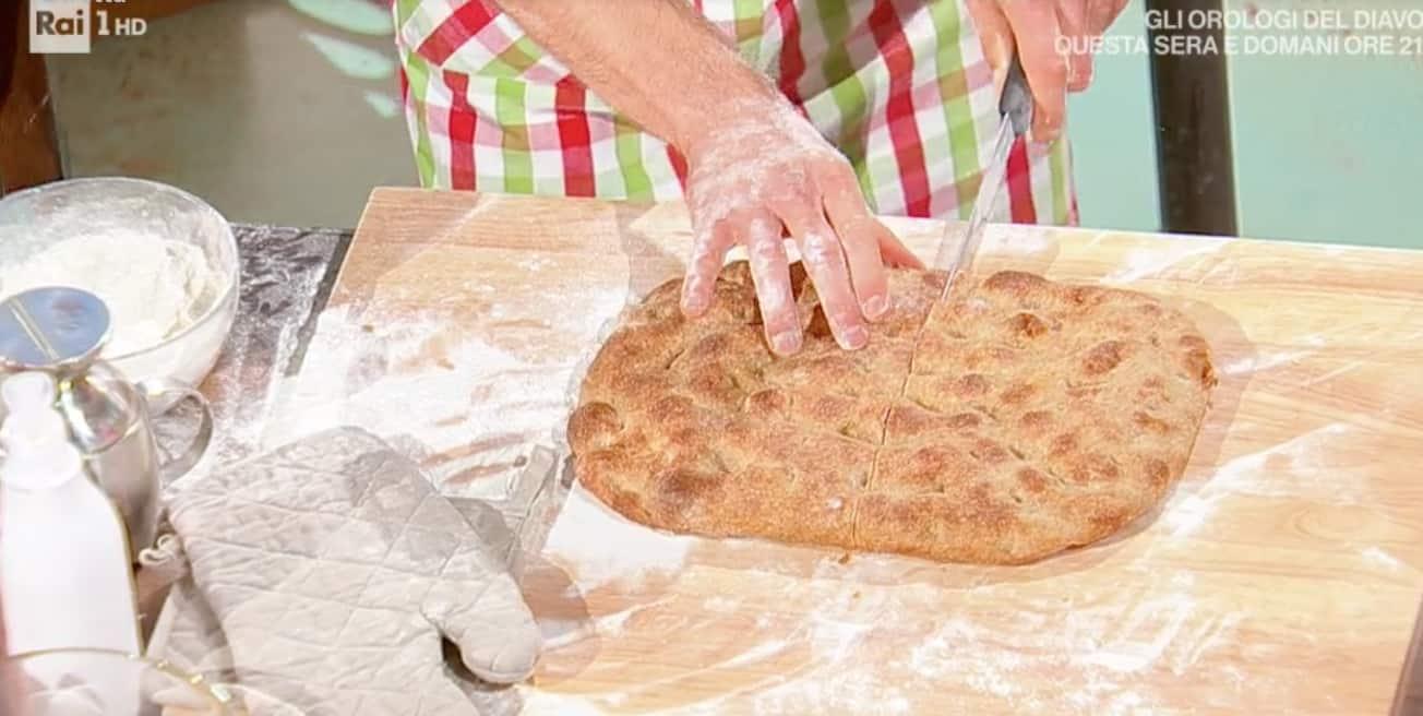 Schiacciata toscana integrale, la ricetta di Fulvio Marino per E' sempre mezzogiorno