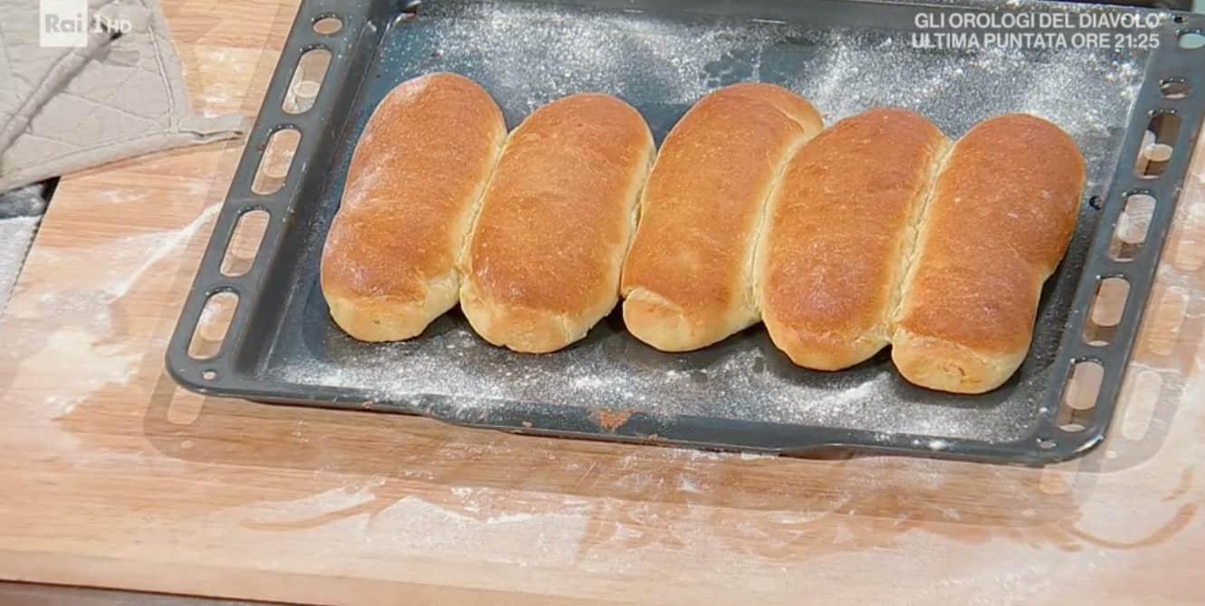 Panini da hot dog di Fulvio Marino, la ricetta E' sempre mezzogiorno