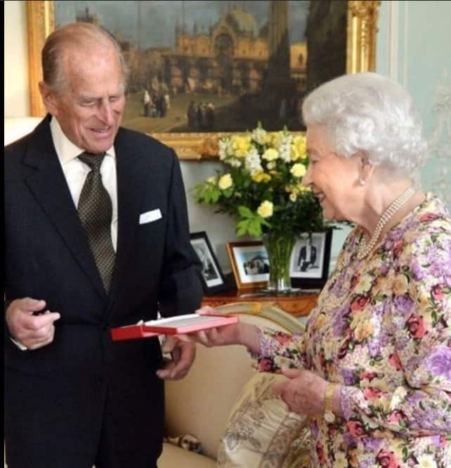 La regina Elisabetta festeggia l'anniversario di matrimonio col regalo dei nipotini (Foto)