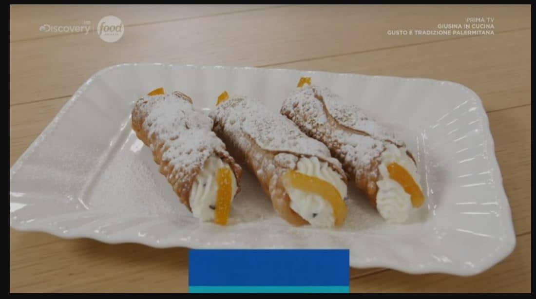 La ricetta dei cannoli siciliani con crema di ricotta di Giusina in cucina