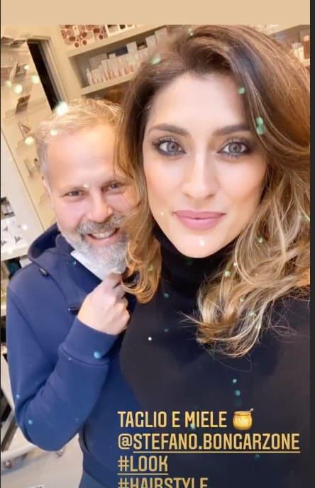 Nuovo look per Elisa Isoardi che cambia colore ai capelli e forse anche altro (Foto)