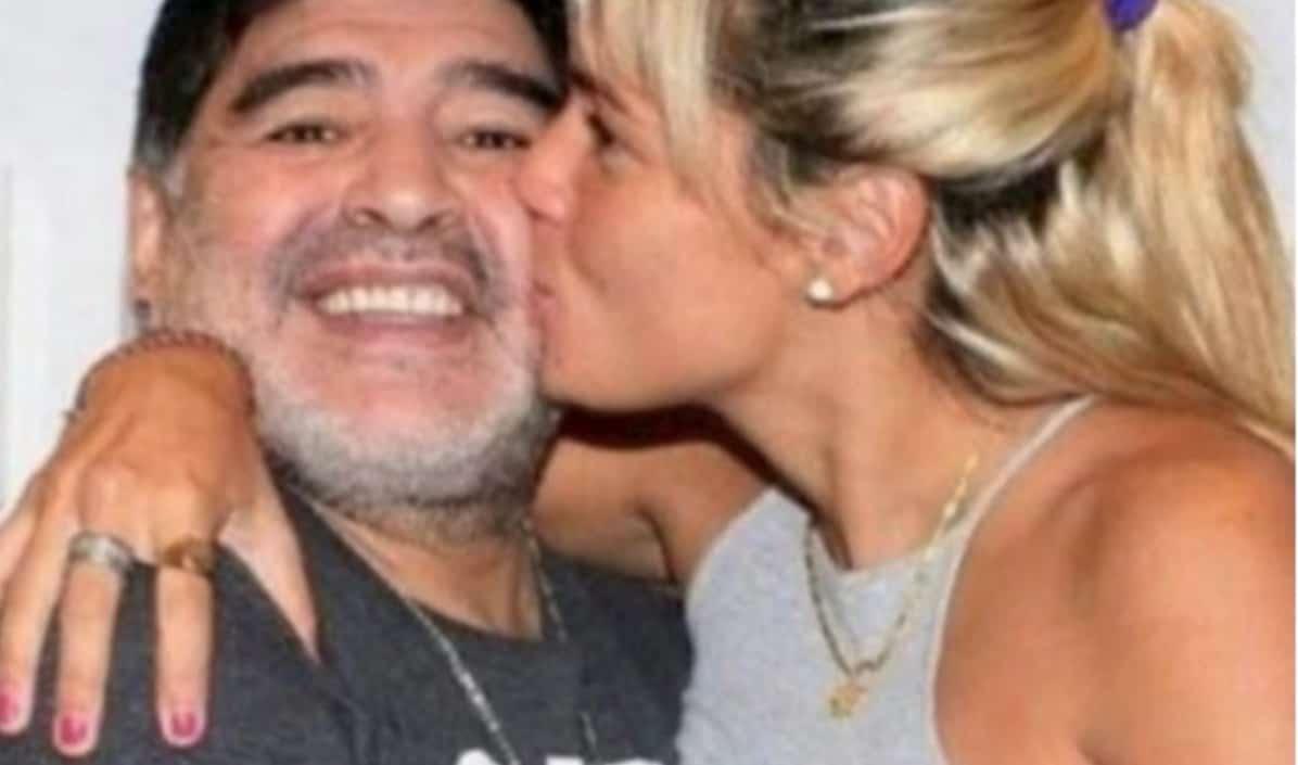L'ultima compagna di Maradona non ammessa alla veglia di famiglia: Rocio Oliva resta fuori