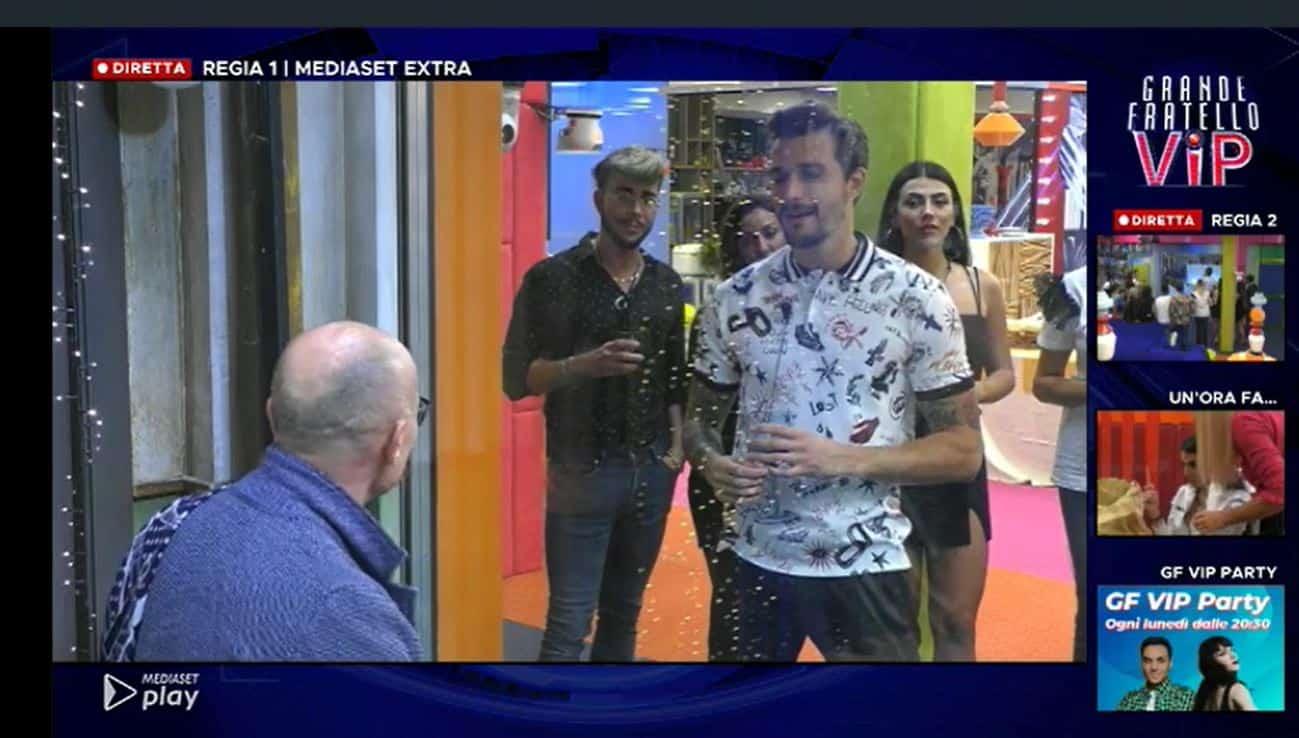 Alfonso Signorini entra nella casa del GF VIP 5: i concorrenti gradiscono, il pubblico meno