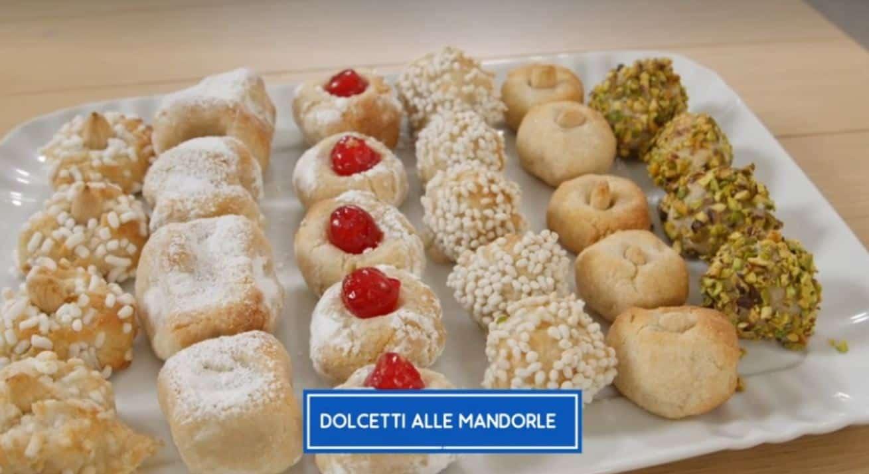 I dolcetti alle mandorle di Giusina in cucina: una ricetta di Giusy Battaglia