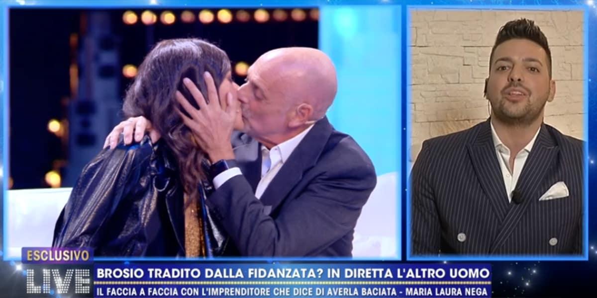 LIVE Non è La D'Urso: Paolo Brosio bacia la fidanzatina Maria Laura, video