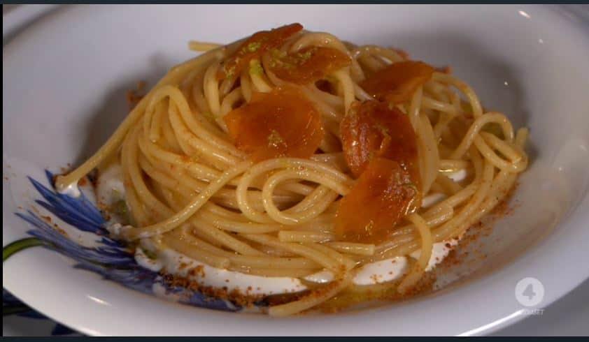 Spaghettoni alla bottarga con crema di stracciatella di Anna Moroni