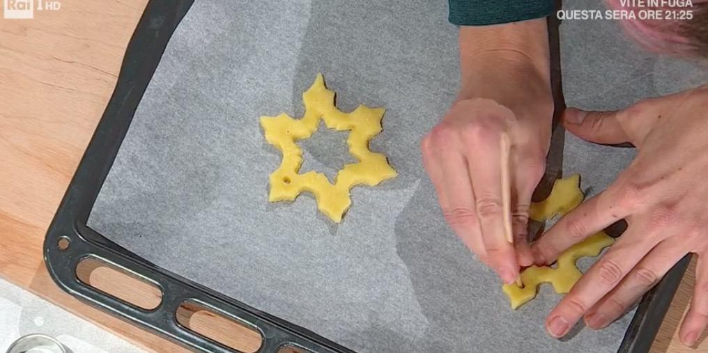 Ricetta Sara Brancaccio, i biscotti da appendere all'albero di Natale (Foto)