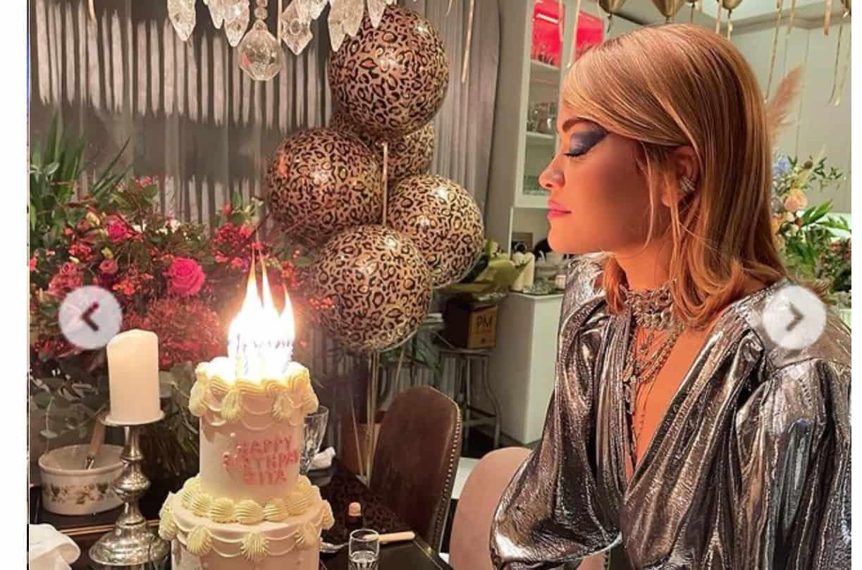 Rita Ora chiede scusa dopo avere festeggiato il compleanno con gli amici al ristorante